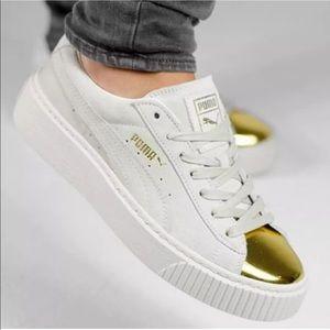 NWOB Puma Women's Sz 9 Gold Toe Platform Sneakers